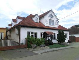 Dům s pozemky v obci Neubuz