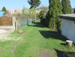 Zahrada s 1/4 objektu k rekreaci a podílem na pozemcích v k.ú. Stará Role, obec Karlovy Vary