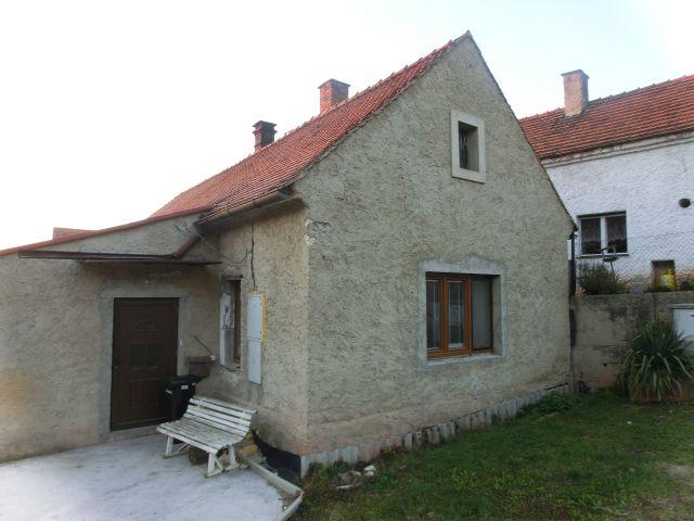 Rodinný dům s pozemky v obci Zbrašín