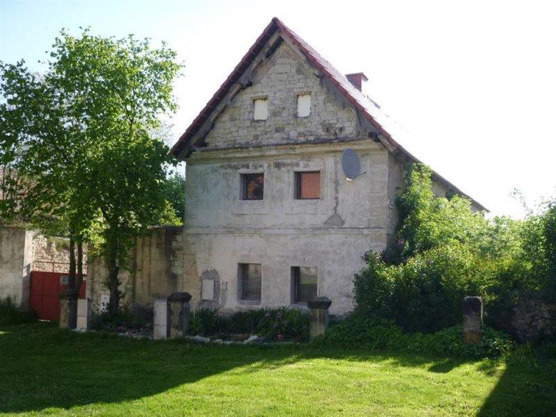 Rodinný dům v obci Zbrašín, okres Louny