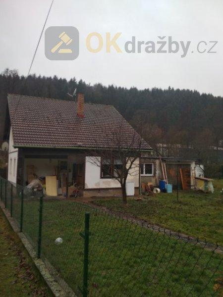 Dražba spoluvlastnického podílu o velikosti 7/16 na rodinném domě ve Radošově, okr. Karlov