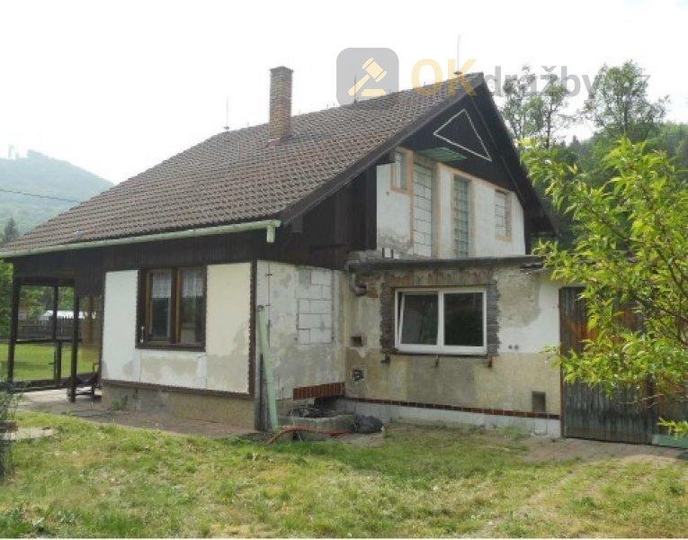 Dražba spoluvlastnického podílu o velikosti 9/16 na rodinném domě ve Radošově, okr. Karlov