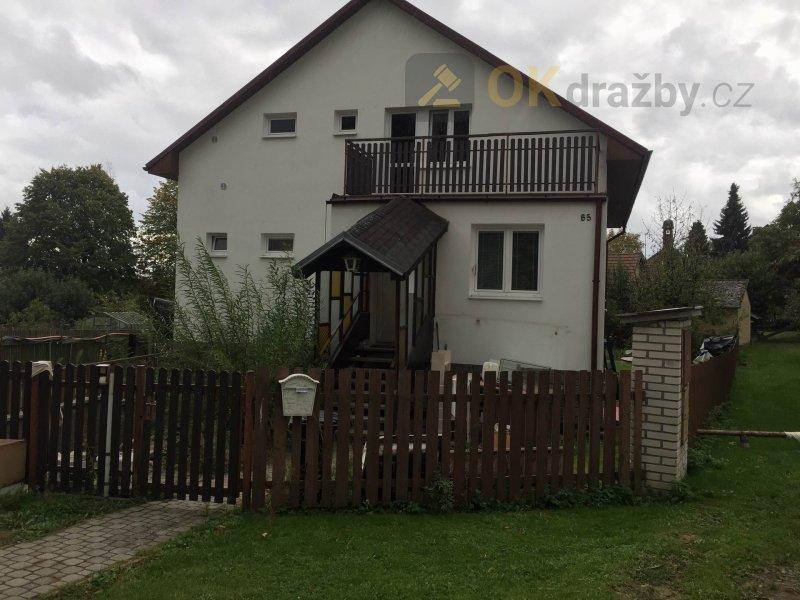 Rodinný dům s pozemkem o celkové výměře 807 m2 v obci Mezno, okres Benešov
