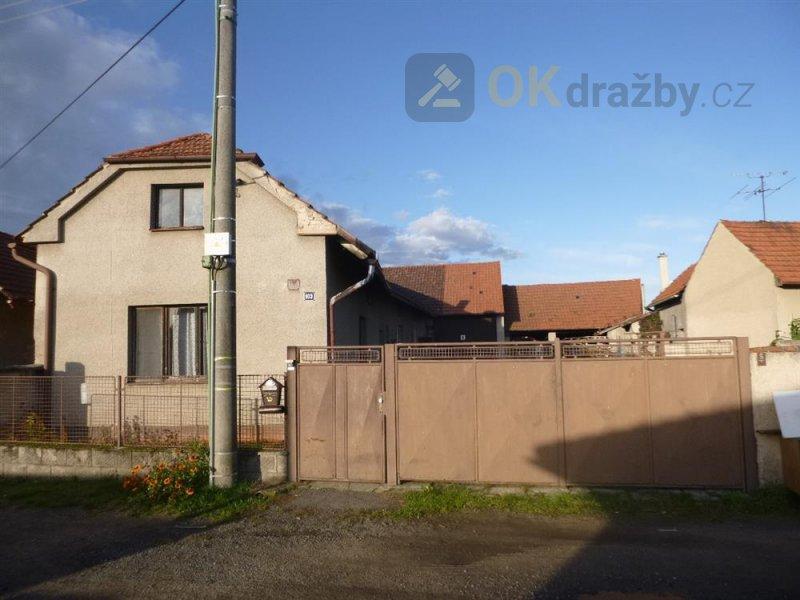 Rodinný dům v obci Dřísy, okr. Praha-východ