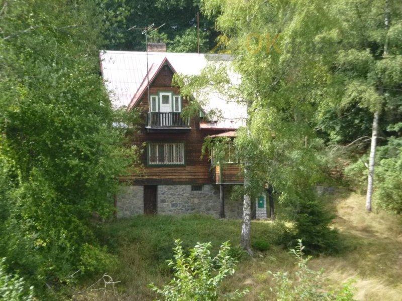 Chata a pozemek v obci Chlístov u Benešova