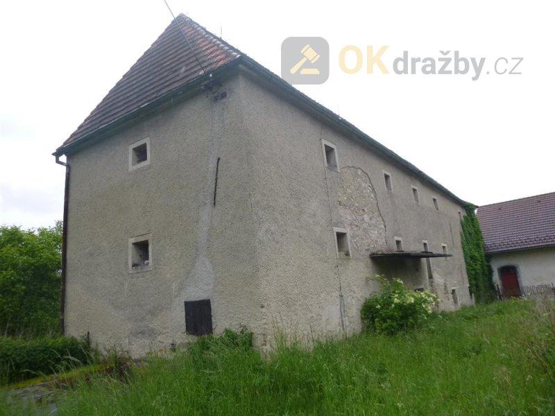 Bývalý zemědělský areál v obci Uzeničky, okr. Strakonice