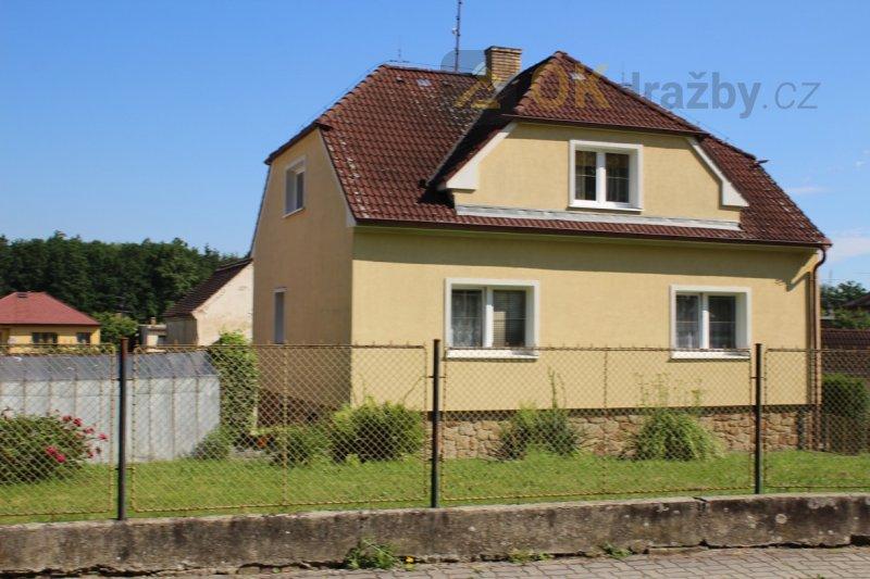 Rodinný dům včetně pozemků v obci Zliv, okr.
