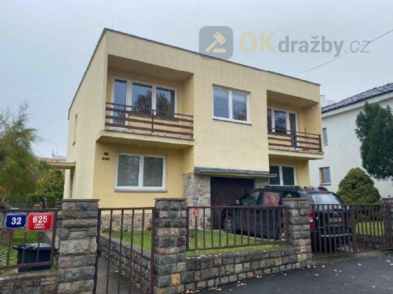 Majetkový podíl 1/2 na nemovitosti - RD Praha 4 -