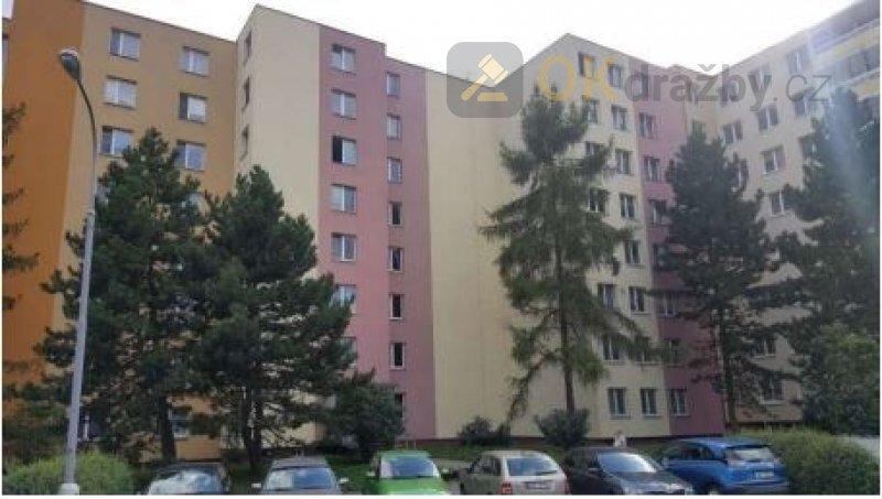 Dražba bytu 3+1 a dále podílu 695/20012 na spol.č.