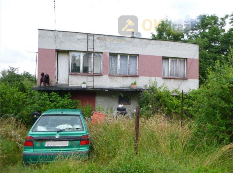 Podíl na rodinném domě a pozemku v obci Hukvaldy,